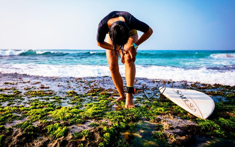 surfista que foi queimado por água-viva pois não usou o protetor solar Safe Sea